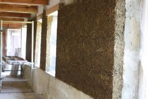 Isolation intérieure en terre-paille banché (sur murs pierres)