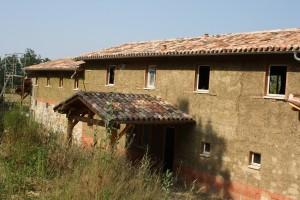 Isolation de murs ossature bois en terre-paille banché