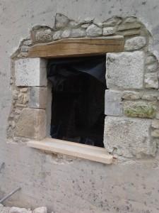 Réalisation d'une ouverture dans un mur en pierres